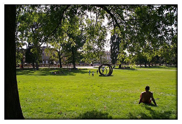 A l'ombre d'un arbre